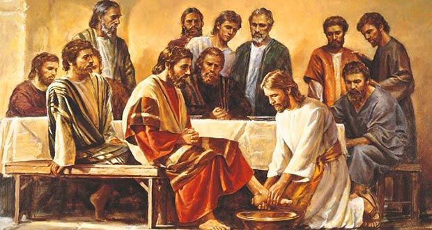 Иисус Христос омывает ноги апостолам, своим ученикам