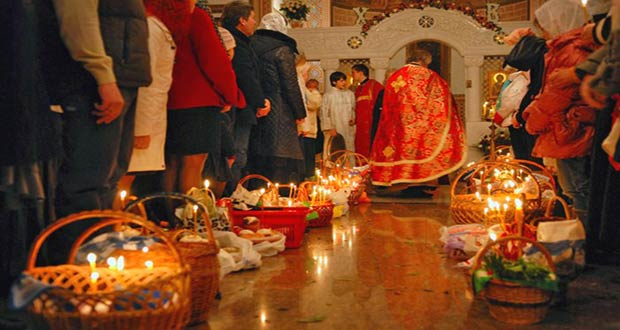 Торжественная пасхальная служба в храме
