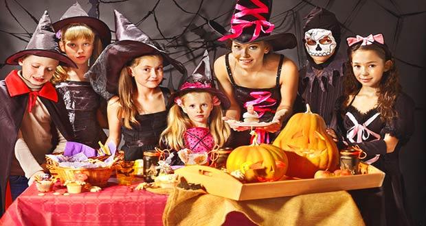 Дети одетые в тематические костюмы