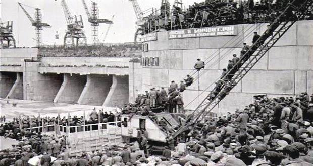 Советские рабочие на строительстве Жигулевской ГЭС