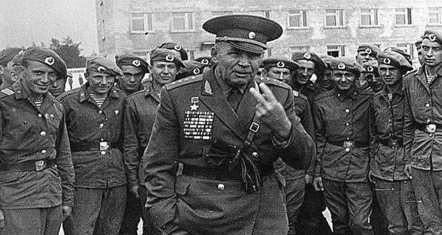 Василий Маргелов с десантниками