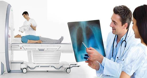 Врачи обследуют пациента