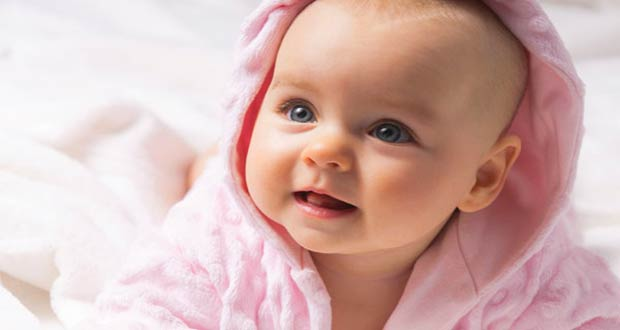 Красивая маленькая девочка