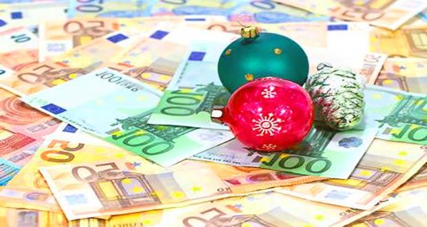 Новогодние игрушки на деньгах