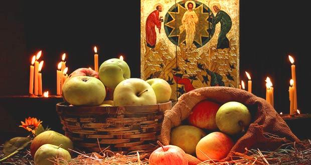 Церковные свечи и яблоки