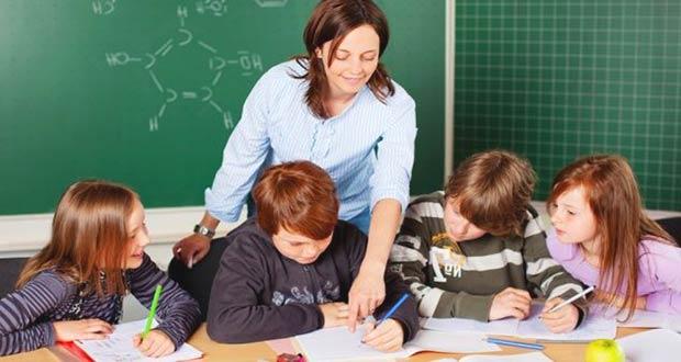 Учительница с детьми