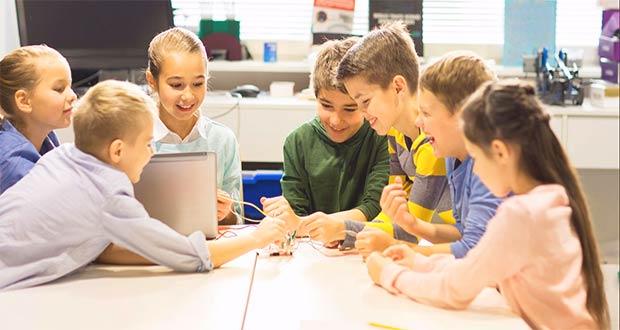 Школьники заняты системным обучением