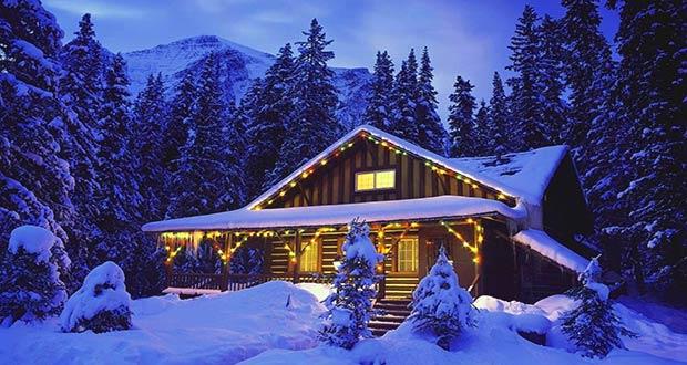 Красивый финский коттедж в новогодних гирляндах