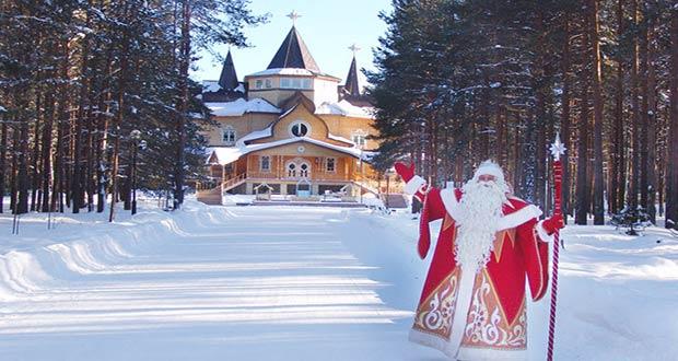 Дед Мороз указывает на свою вотчину