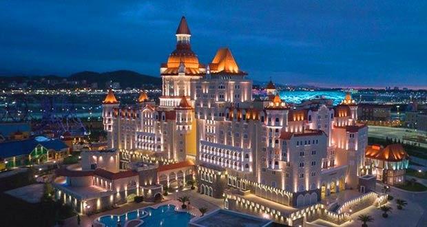 """Красивейший сочинский отель с названием """"Богатырь"""""""