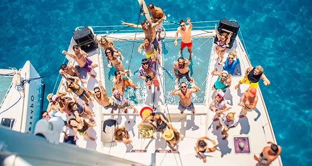 Отдых на яхте для всех сотрудников
