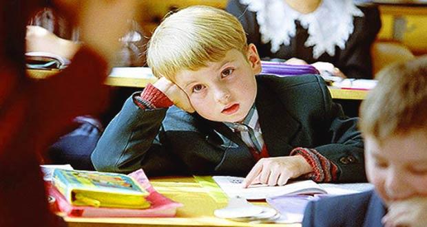Мальчик за школьной партой
