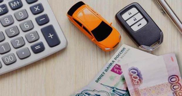 Калькулятор, деньги и ключи от авто