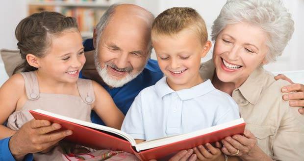 Внуки читают книжку
