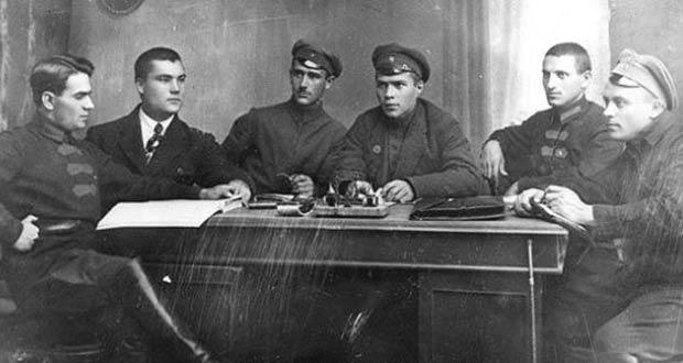Старое фото: сотрудники Центророзыска