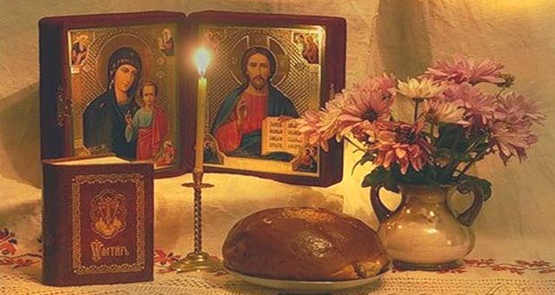 Иконы, свеча и хлеб