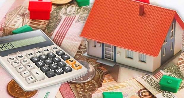 Игрушечный дом, калькулятор и деньги