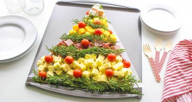 Красивая новогодняя ёлочка из сыра