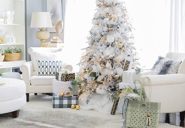 Украшение дома в белом новогоднем стиле