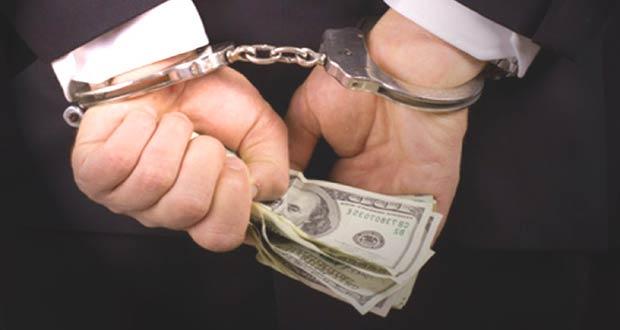 Коррупционер в наручниках