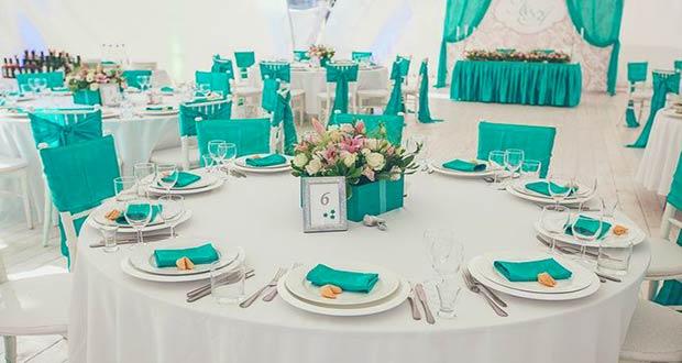 Красиво оформленный свадебный стол