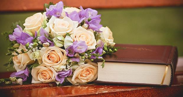 Поздравление и цветы для всех работников библиотек
