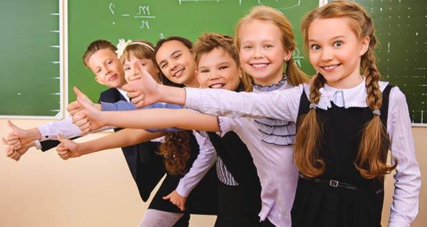 Школьники радуются грядущим каникулам