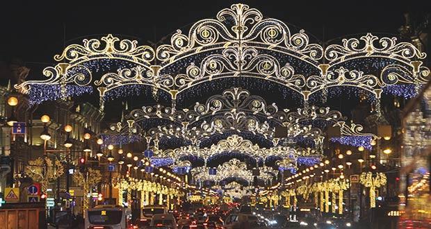 Красивое новогоднее оформление Невского проспекта