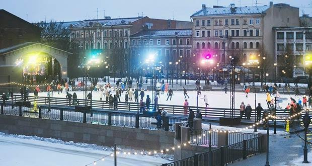 Прекрасное место для отдыха: новогодний каток