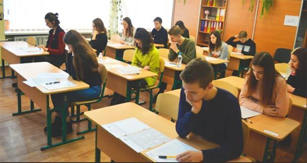 Ученики 9 класса сдают ДПА