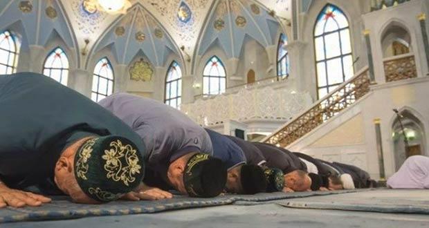 Совершение намаза в мечети во время праздника