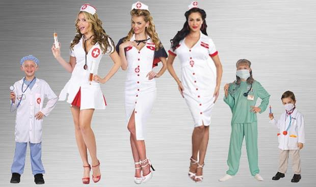 Дети со взрослыми в новогодних медицинских костюмах
