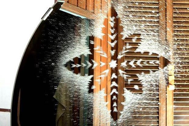 Красивые рисунки на окнах с помощью зубной пасты