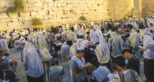 Евреи молятся в честь судного дня