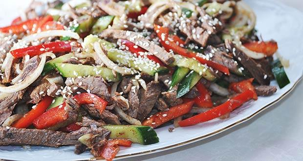 Фото - вкусный салат из говядины и овощей