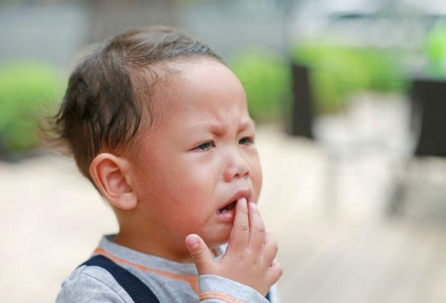 Китайчонок плачет