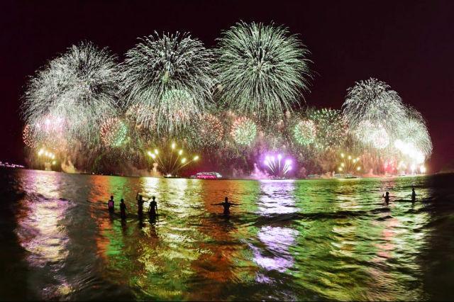 Новогодний фейерверк в Бразилии